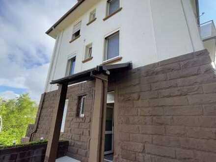 Renovierte, sonnige 3 Zimmer, Küche und Bad Wohnung mit Balkon am Neufferpark