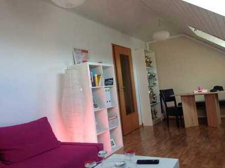 Freundliche, gepflegte 2-Zimmer-Dachgeschosswohnung zur Miete in Bellheim