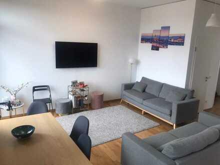 Geschmackvolle Wohnung mit drei Zimmern sowie Balkon und Einbauküche in Frankfurt am Main