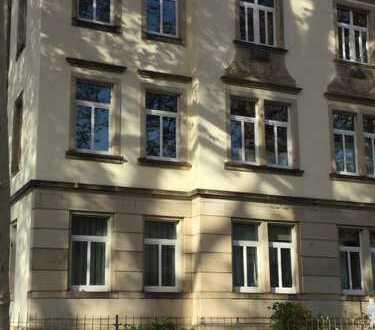 Schöne, gut geschnittene 3 Zimmer-Wohnung in saniertem, denkmalgeschützten, freistehenden Haus