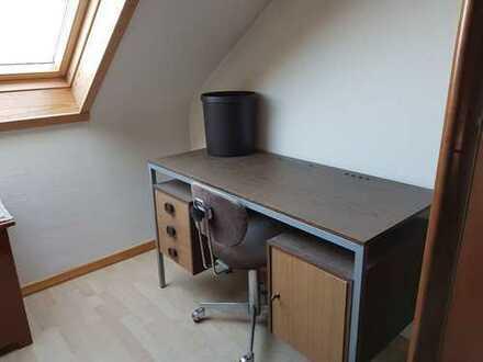 Zimmer mit Waschbecken und 2 Plattenherd sowie Badbenutzung in MA-Seckenheim Nähe Duale Hochschule a