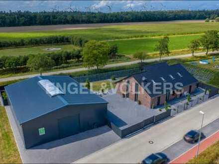 Exklusives Wohnhaus mit Gewerbehalle in Hage