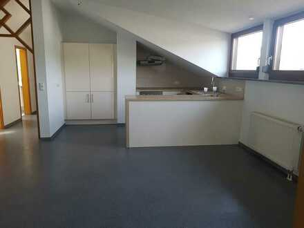 Gepflegte 4-Zimmer-DG-Wohnung mit Einbauküche in Beilstein