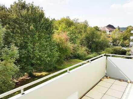 Renovierte helle 3-Zimmerwohnung mit Balkon, EBK und TG-Stellplatz