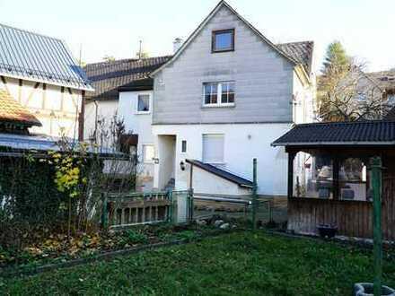 Schön modernisiertes Haus, ruhig gelegen, mitten im Dorf