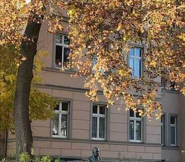 Großzügige helle Eigentumswohnung direkt am Schloßpark !