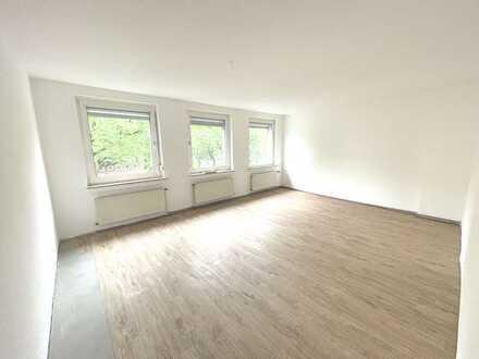 ***HAFENVIERTEL-1 Monat mietfrei -Renovierte Wohnung mit gr. Wohnzimmer, Laminat und Wannenbad***