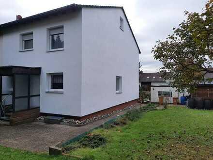Doppelhaushälfte mit viel Platz und schönem Garten in ruhiger Wohnlage zu vermieten