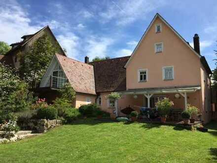 Traumhaftes EFH mit Garten, Burgmauer & Kamin - 270 m², 6 Zimmer + 2 Galeriezimmer