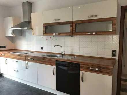 Gepflegte 4-Zimmer-Wohnung mit Balkon und EBK in Nidderau