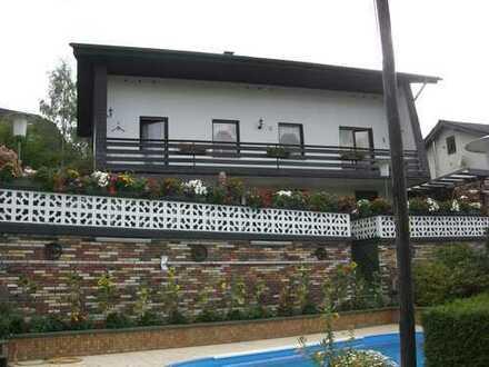 Schönes freistehendes Einfamilienhaus mit großem Garten, einschließlich zweitem Baugrundstück