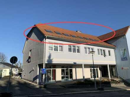 160 qm große Eigentumswohnung im Dachgeschoss / Fahrstuhl / Parkplatz / 4 - 7 Zimmer möglich