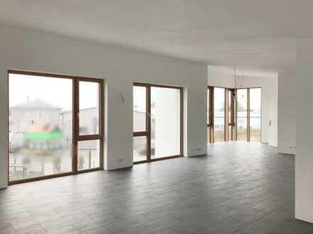 # Traitteur Immobilien- Erstbezug: helles Büro mit Fußbodenheizung