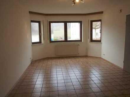 EG-Wohnung für Singles in ruhiger angenehmer Wohnlage - frei ab sofort !