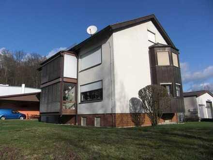 Gewerbeobjekt vielseitig nutzbar, mehrere Hallenteile,3 Wohneinheiten,mehrere Garagen,zentrale Lage