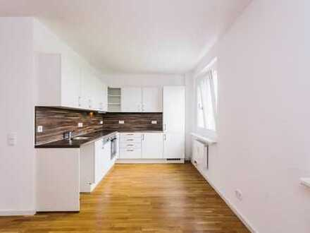 umfassend modernisierte Wohnung mit Einbauküche, Wannenbad, Waschtrockner und Balkon