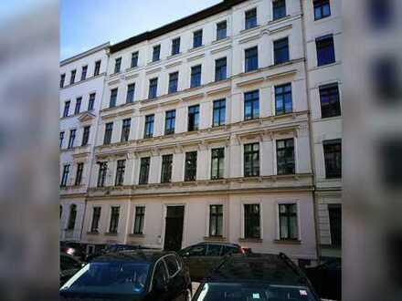 *ERSTBEZUG NACH SANIERUNG* - Große 3-Raum-Wohnung mit Balkon und Tageslichtbad