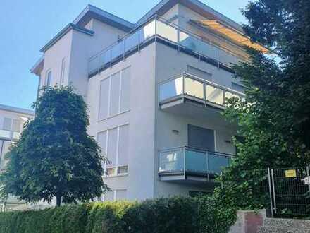 Baden-Baden, sonnige und moderne 4-Zimmer Wohnung mit großem Balkon und Tiefgarage in ruhiger Lage