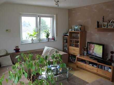 moderne helle 3 Zimmer DG Wohnung zu vermieten