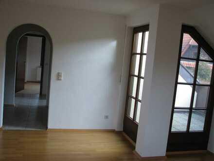 Gepflegte 3-Zimmer-DG-Wohnung mit Dachterrasse und Einbauküche in Allmersbach im Tal