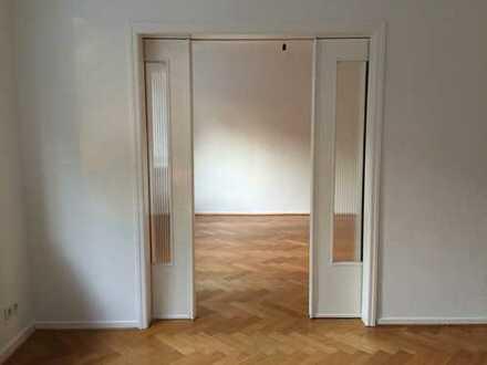Großzügige 4,5-Zimmer-Wohnung mit Balkon mitten in Schwachhausen