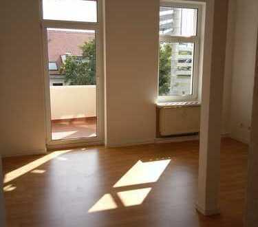 Ideale Studentenw. Erstb. n. Renovierung, Balkon, 2-Zimmerw., G.-Schumann-Straße 281, 3. OG LI WE 15