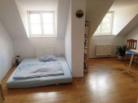 Helle, ruhige Dachgeschoss-Wohnung