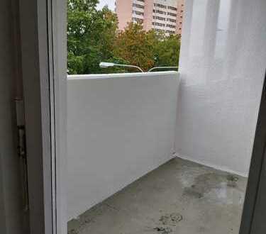 1 month rent free/1 Monat mietfrei! Zentral gelegene 3-Zi.-Wohnung neu renoviert