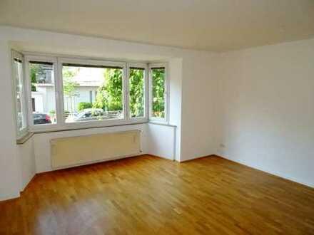 Schöne 2-Zimmer-Hochparterre-Wohnung in Top-Lage direkt am Stadtwald!