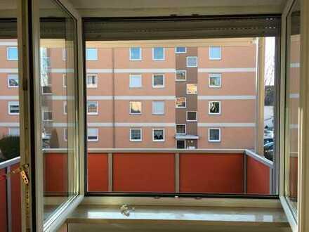 Helle 3-Zimmer-Wohnung mit Balkon und EBK in Augsburg-Haunstetten