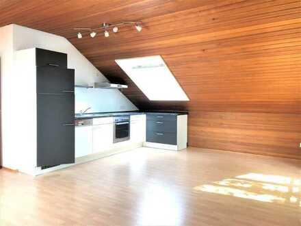 Schöne 2 Zimmer-Dachgeschoss-Wohnung zentrumsnah in Annweiler zu vermieten!