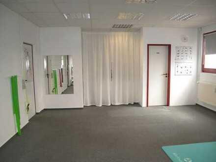 Sehr schöne und gepflegte Gewerberäume für Praxis oder Büro z.B.