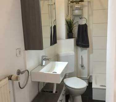 Schöne, helle 1 Zimmer Wohnung, neues Bad, mit EBK, Parkett