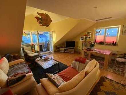 Helle 3-Zimmer-DG-Wohnung mit Balkon, EBK und Garage in Ensen, Köln -Bieterverfahren-
