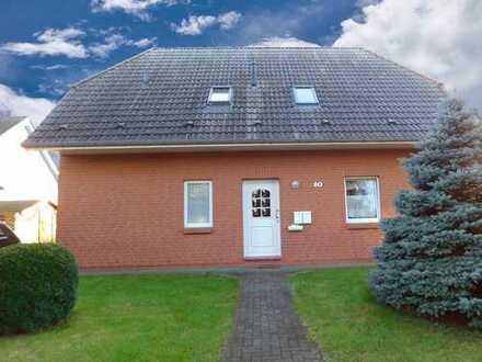 Massives Zweifamilienhaus in ruhiger Lage