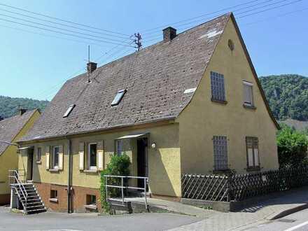 Renovierungsbedürftiges Doppelhaus mit guter Anbindung!