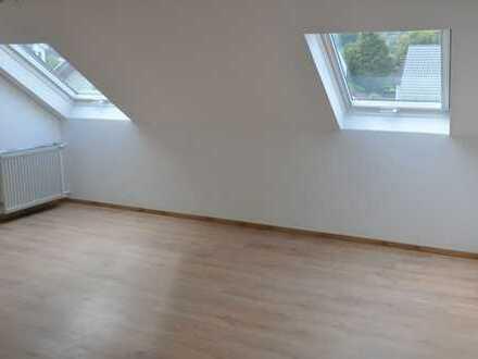 TOP sanierte Dachgeschoss Wohnung mit viel Platz & Garten