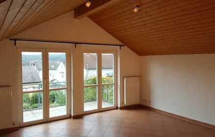 Neuwertige 3-Zimmer-Dachgeschosswohnung mit Balkon und EBK in Maulbronn