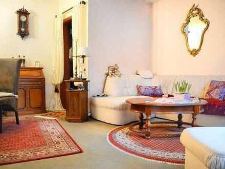 Sehr schöne Wohnung in ruhiger Lage mit zwei großzügigen Süd-Loggien und Tiefgaragenplatz…!