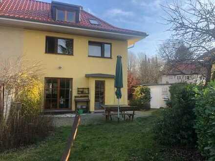 Sanierte 5-Zimmer-Doppelhaushälfte mit EBK in Lankwitz (Steglitz), Berlin