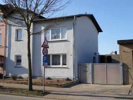 Schöne und komfortable 2-Raum Wohnung mit Stellplatz