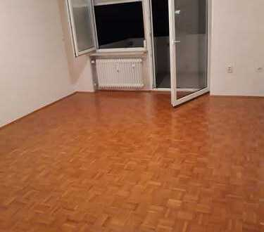 Sonnige u.ruhige und gepflegte 1-Zimmer-Wohnung mit West Balkon und EBK in Regensburg