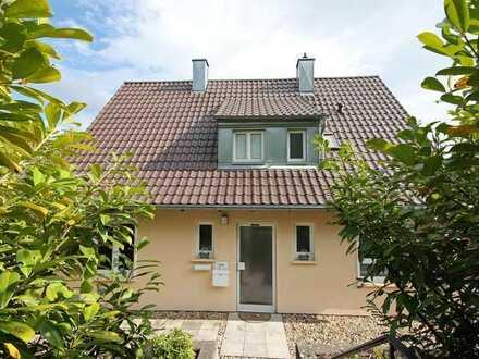 *** Charmantes 1 bis 2-Familienhaus in Leonberg mit Blick ins Grüne! ***