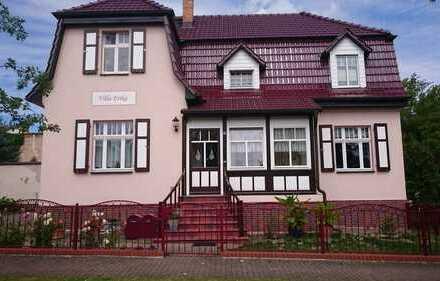 modern. 3-Raum-Wohnung im 1. OG einer Stadtvilla in Fürstenberg Bahnhofsnähe