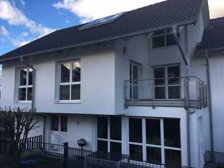 Exklusive Niedrigenergie Doppelhaushälfte in Burgau