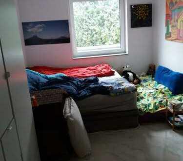 Neuwertige 4-Zimmer-Hochparterre-Wohnung mit Balkon in Hürth