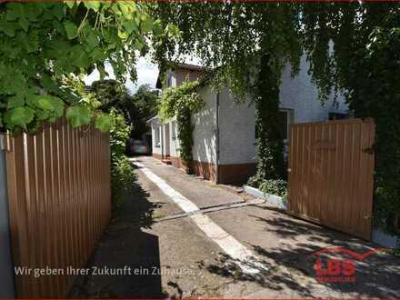 Ein- bis Zweifamilienhaus mit Garten und viel Potenzial