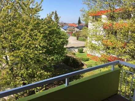 Schöne helle 2 Zimmer Wohnung, mit Balkon in ruhiger Lage