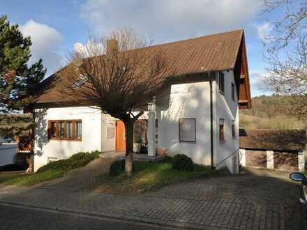 Gepflegtes 3-Familienhaus mit 239 qm Wohnfläche und 661 qm Grundstück in Schmieheim zu verkaufen.