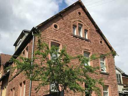 ERSTBEZUG nach Sanierung: 2-Zimmer-Wohnung mit tollem Blick ins Grüne, im 1. Obergeschoss.